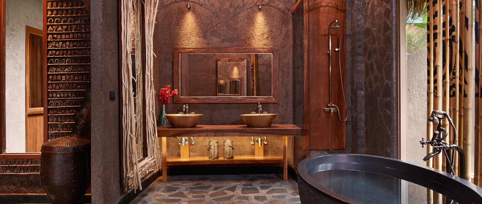 OUTSIDE SHOWER AND A STAND-ALONE BATHTUB - Keemala Hotel Phuket